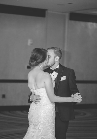 downtown-cleveland-wedding-allison-ewing-photography-first-dance-10-1