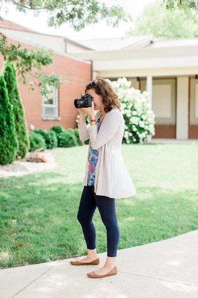 Victoria Hunt, Lafayette wedding photographer, with her camera