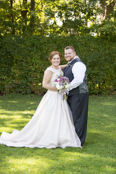 oshkosh wedding green ivy background formal wedding portrait