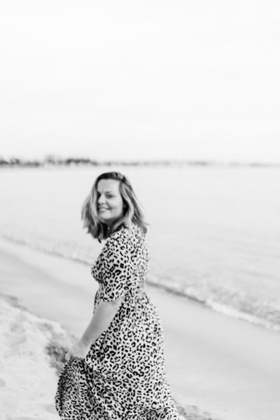 I'm Raisa Zwart, a fine art film photographer from the Netherlands, shooting intimate weddings & adventurous brands + travels worldwide. You could call me a beach lover, big dreamer and a sucker for yoga pants, traveling and Moroccan food.
