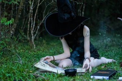 FREE PIC studious witch CHARMED SALES PAGE