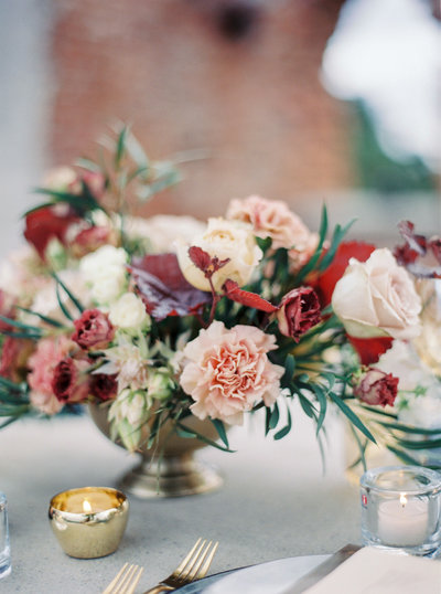 Wedding centrepiece with blush roses