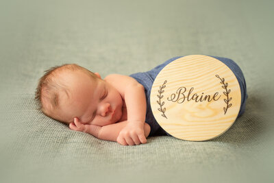 newborn-baby-posed-on-black-background