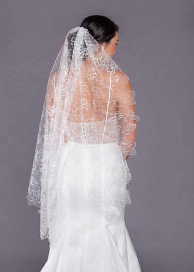 Photo link to more details about the Lilies fingertip veil
