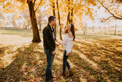 Glowing-fall-engagement-session-stoney-run-county-park-31