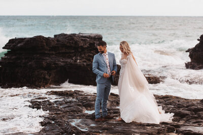 couple-married-on-oahu-rocky-beach