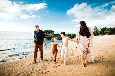 Okinawa Family Photography, Family of five with mother and father kissing