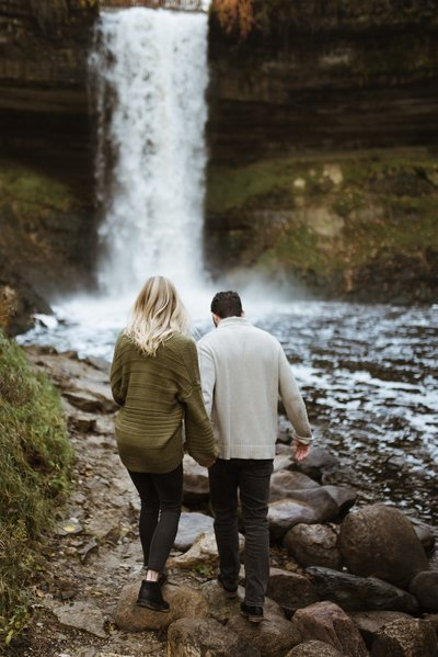 couple-minnehaha-falls-7