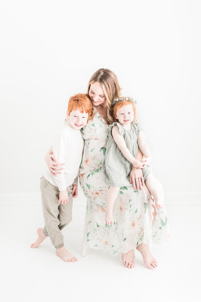 Mom embraces children during family photography session in Cleveland and Akron Ohio