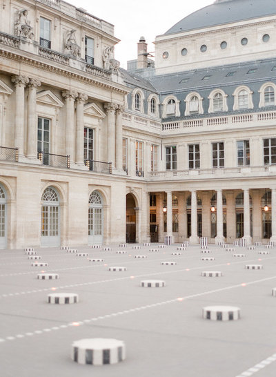 palais-royal-paris-engagement-photographer-jeanni-dunagan-15