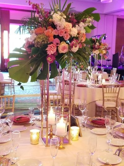 Knot Tropical Centerpiece