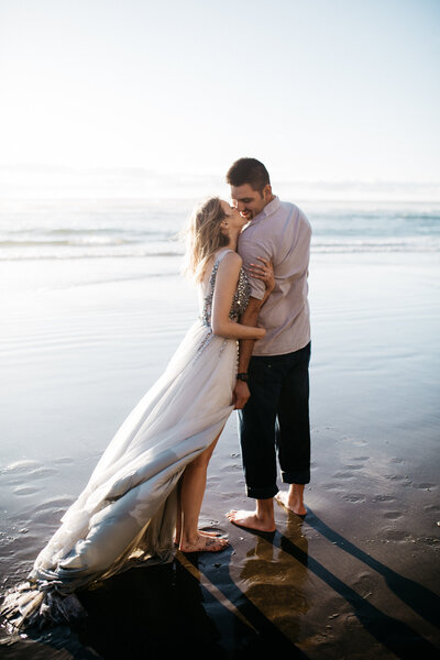 maui engagement session, engagement outfits, engagement dress, beach engagement