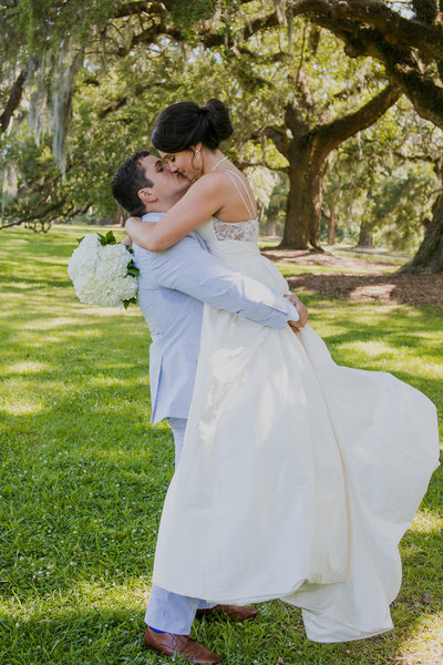 bride and groom kissing at boone hall plantation wedding