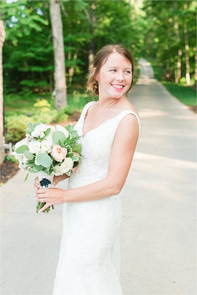 Bride with rose bridal bouquet by LB FLoral at Knoxville Wedding