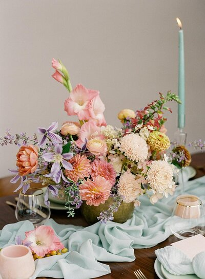 colorful-centerpiece-pink-flowers (1)