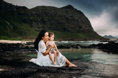 mom and daughter in Oahu beach