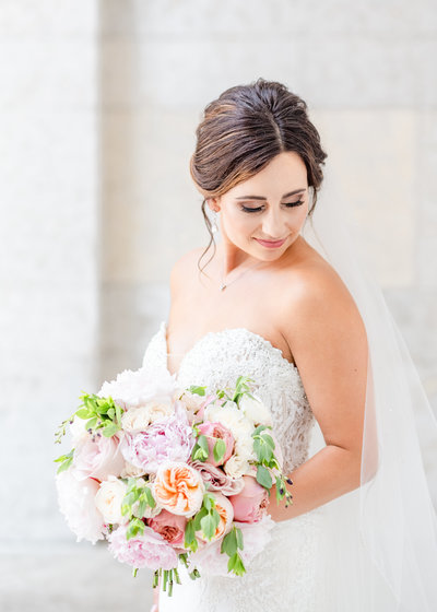 Beautiful bride with simple pink garden rose bouquet