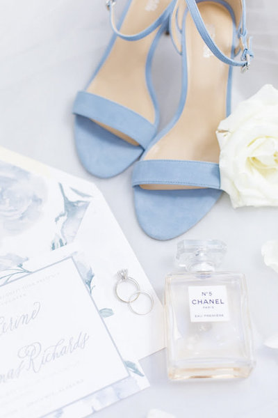 Blue wedding invitation and heel details