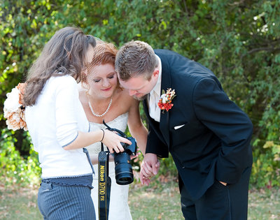 Behind the scenes at a real wedding with Fargo photographer www.kriskandel.com