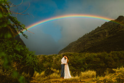 bride-and-groom-eloping-rainbow-kauai-hawaii
