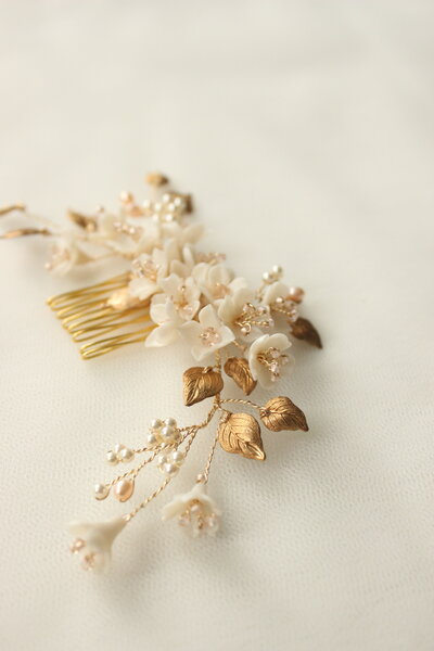 Bride Amber floral comb and hair pin set in gold and blush 4
