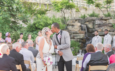 phipps-conservatory-wedding-allison-ewing-photography-best-kiss-1