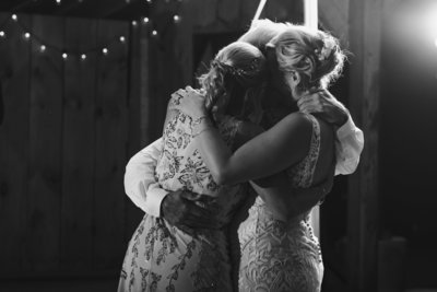 SS-FARM-AND-BREWERY-WEDDING-PHOTOGRAPHY-SUESSMOMENTS-NEW-YORK-PHOTOGRAPHER (152 of 156)