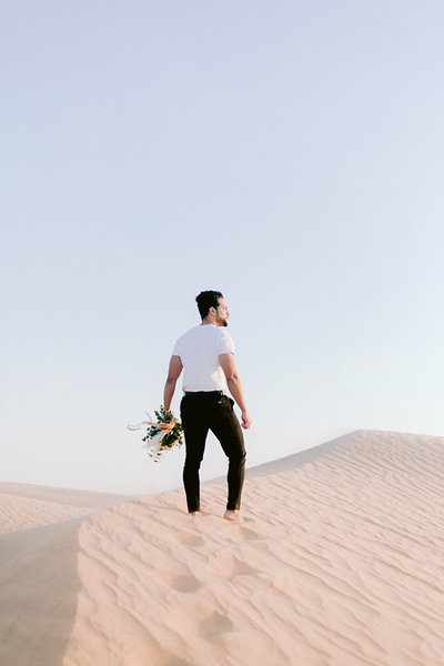 Wedding_photoshoot_in_the_desert_of_dubai_with breide_and_groom_editorial_bridal_shoot_gabriella_vanstern (37)