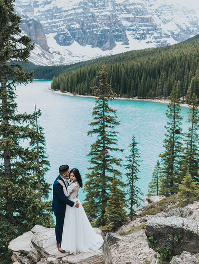 moraine lake summer elopement valley of the 10 peaks