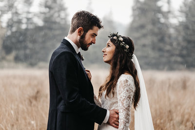 athena-and-camron-seattle-california-wedding-photographer-romantic-intimate-forest-wedding-amy-kyle-30-intimate-christian-couple-intimate-kiss-in-rain-couple