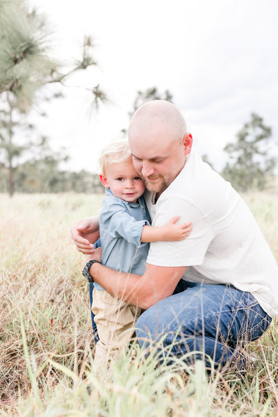 orlando family photographer in tall grass field