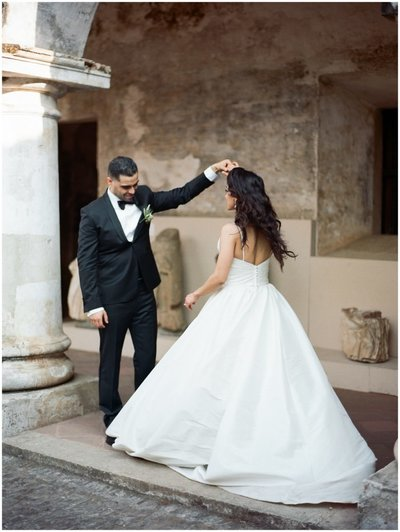 bride and groom in antigua, guatemala