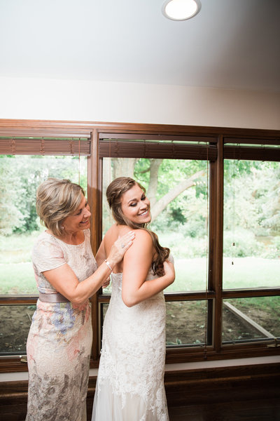 Chicago mom helps bride into dress