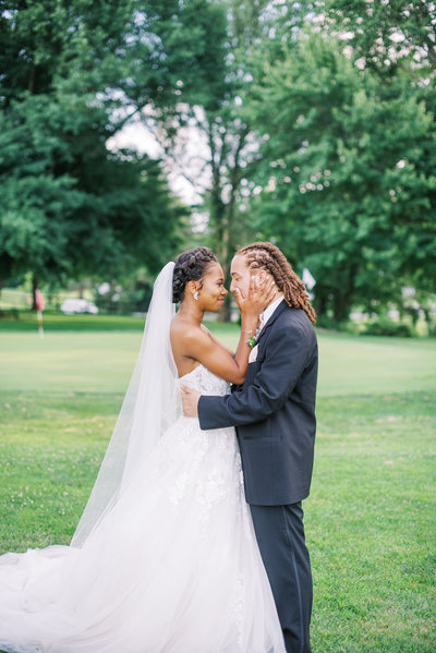Bride and Groom kissing at Woodhaven Country Club in Louisville Kentucky, Lexington Kentucky Wedding Photographer, Katelyn V. Photography