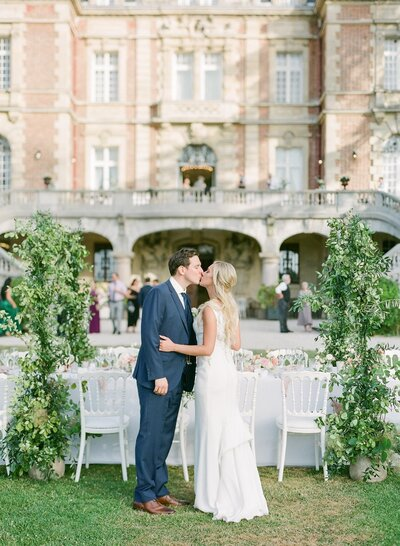 american-couple-destination-outdoor-wedding-french-chateau-garden