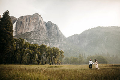 athena-and-camron-sunny-yosemite-sunrise-golden-landscape-yosemite-falls-wedding-photography-elopement
