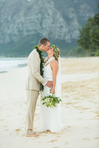 See Oahu wedding photography by our Team of Oahu Photographers