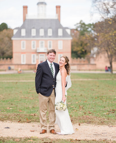 Bride and groom kissing at the governors palace at their colonial williamsburg va wedding