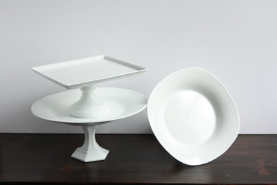 01034_Assorted White Cake Stands