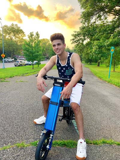 @Johnnyvalentinee poses on his Blue Go-Bike M2 after exploring the New York parks