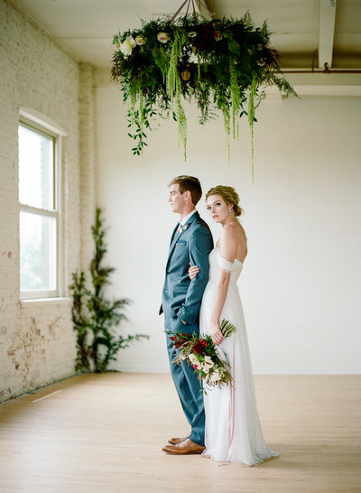 modern-milwaukee-wedding-floral-wreath-professional-florist