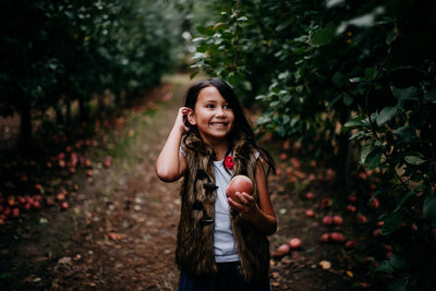 apple orchard family photos-21