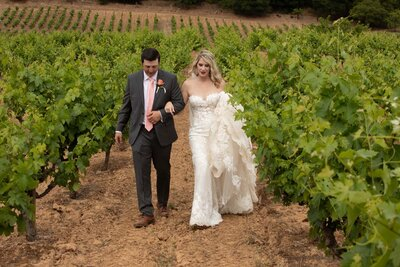 bride and groom vineyards