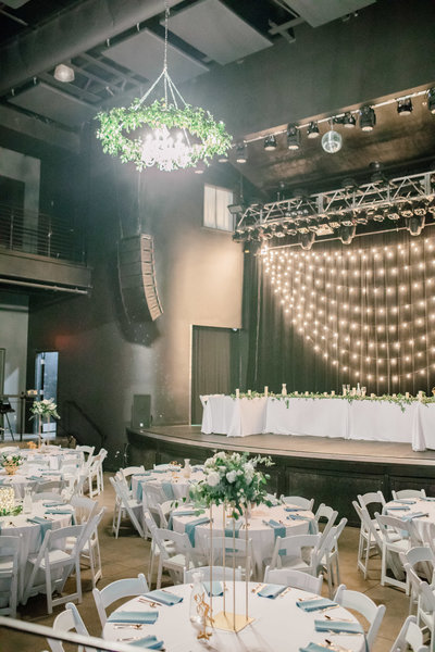 omaha wedding planner and florist downtown Slowdown wedding blue and white by Lindsay Elizabeth Events33