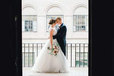 Lincoln-Capital-Building-Bride-and-Groom-Portraits