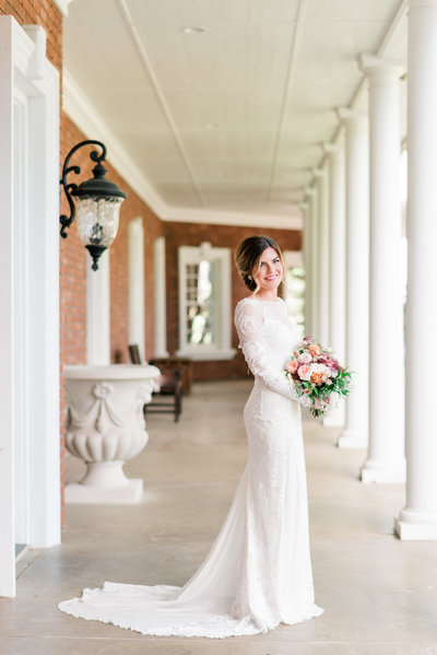 Oakshire Estates Wedding Stylized Shoot | Southern Charm Inspired Wedding – Kennewick, WA | Tin Sparrow Events + Misty C Photography