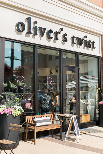 Oliver's Twist is a luxury wedding stationery shop located in Carmel, Indiana.