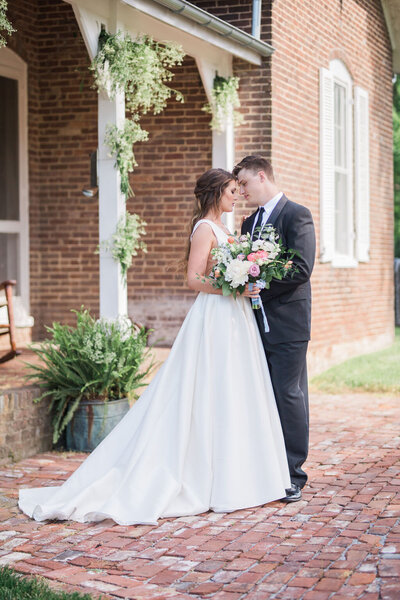 Lynwood Estate - Luxury Kentucky Wedding Venue - Fine Art Couple 00002