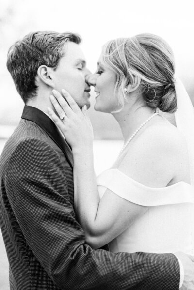 jen-symes-wedding-kiss