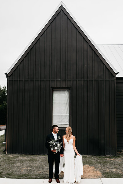 Chloe_Trew_Woodley_Wedding_Barn_Smith_Lake_Huntsville_Photographer_Mariah_Oldacre-843